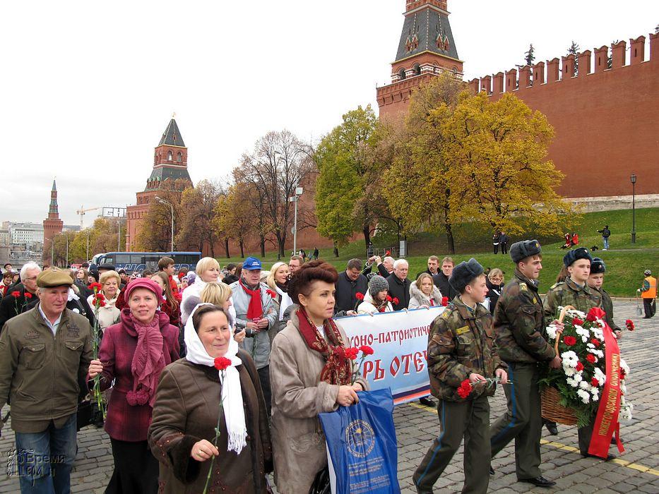На красной площади прошел торжественный парад
